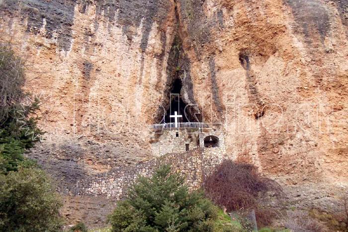 Παναγία του βράχου