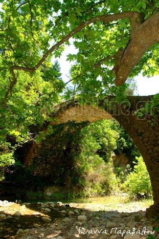 Το μονότοξο πέτρινο γεφύρι της Κερασιάς
