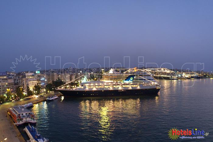 Το πολυτραγουδισμένο λιμάνι του Πειραιά