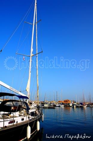 Το λιμάνι με τα ιστιοπλοϊκά και τα σκάφη