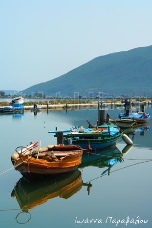 Βάρκες στη λιμνοθάλασσα της Λευκάδας