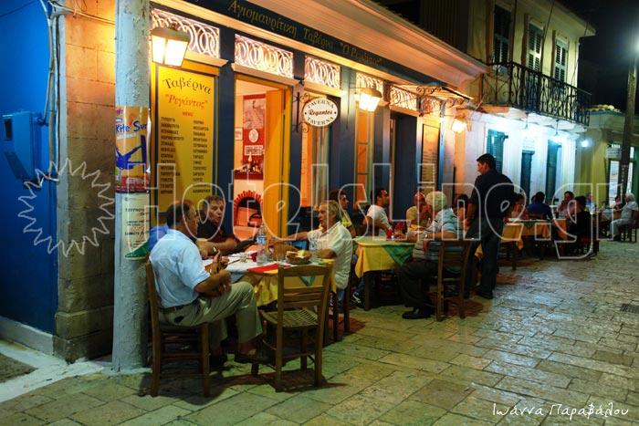 Ρεγάντος ταβέρνα. Παραδοσιακές γεύσεις και τραγούδι στα δρομάκια της Λευκάδας