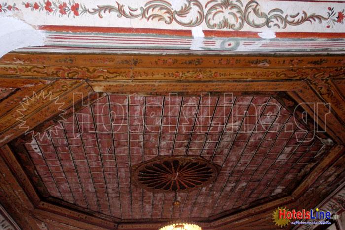 Ιδιαίτερη διακόσμηση οροφής δωματίου, πραγματικό έργο τέχνης