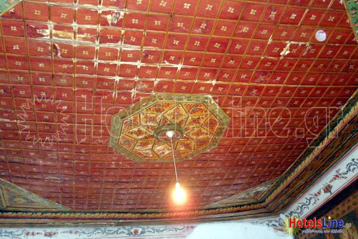 Περίτεχνη διακόσμηση οροφής δωματίου