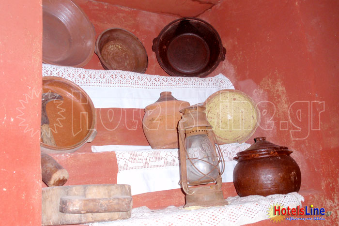 Σκεύη της κουζίνας, η οποία βρίσκονταν σε χώρο εκτός του κεντρικού κτιρίου