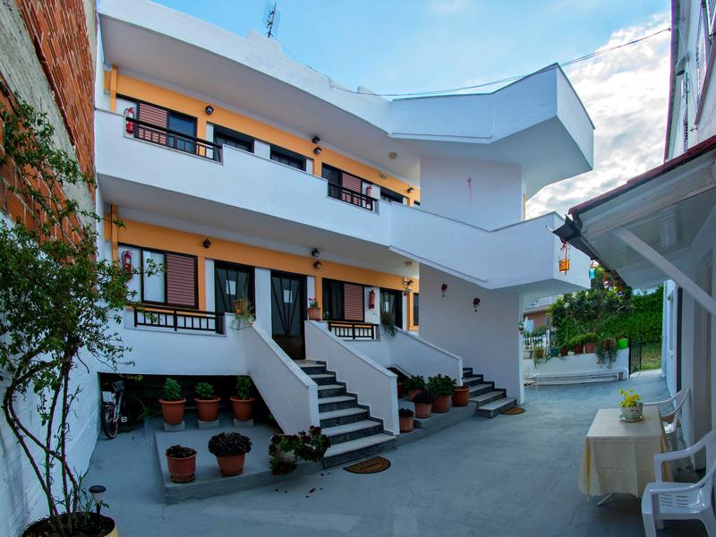 RENAS HOUSE