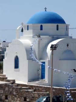 Αντίπαρος. Το γραφικό εκκλησάκι στο λιμάνι της Αντιπάρου