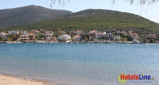 Ο οικισμός Παναγιάς από την παραλία Αλμυροποτάμου