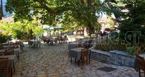Επτάλοφος - Αγόριανη. Η κεντρική πλατεία του χωριού