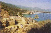 Βυζαντινό τείχος με τετράγωνο πύργο
