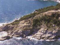 Η οχύρωση των υστεροκλασικών χρόνων. Κάτω αριστερά το αρχαϊκό ιερό και το θεσμοφόριο. Πάνω δεξιά συγκρότημα ελληνιστικών σπιτιών