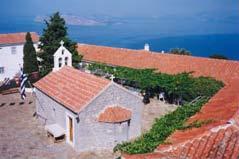 Η αυλή της Ι. Μονής και στο βάθος η Πελοπόννησος