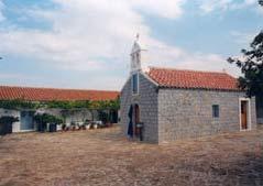 Το εκκλησάκι της Ιεράς Μονής