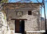 Ηπειρος, νομός Ιωαννίνων, Μονοδένδρι, Μονή Αγίας Παρασκευής, η είσοδος της Μονής