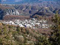 Ηπειρος, νομός Ιωαννίνων, Μονοδένδρι, άποψη από το δρόμο που οδηγεί στην θέση Οξυά