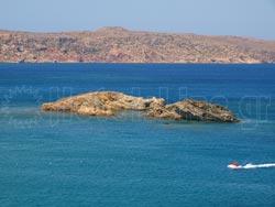 An island across the beach of Vai