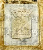 Οικόσημο στο υπέρθυρο της κεντρικής πόρτας στον Πύργο του Μπαζαίου