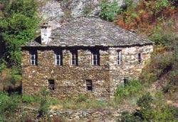 Πιερία, πέτρινο σπίτι στα Σκοτεινά (Μύρνα)